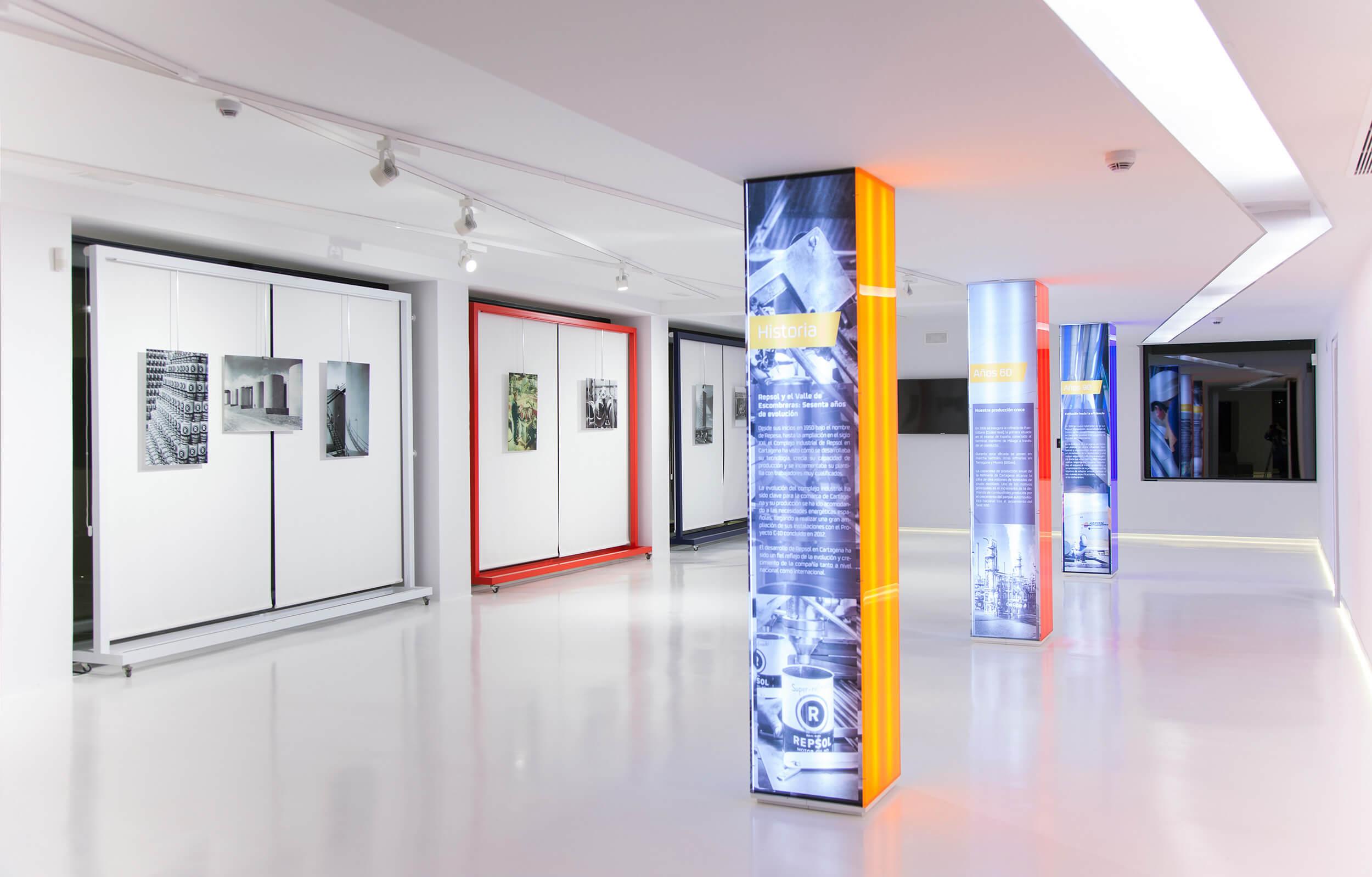 Sala de la historia de Repsol en el Centro de Visitantes de Repsol en Cartagena