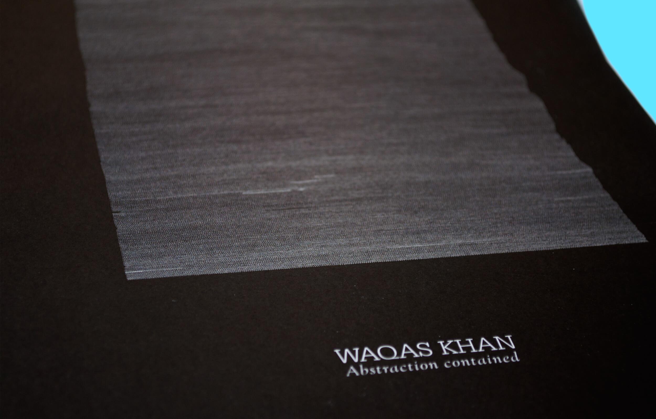 """Detalle de portada del libro """"Abstraction Contained"""" del artista Pakistaní Waqas Khan para la galería Sabrina Amrani"""