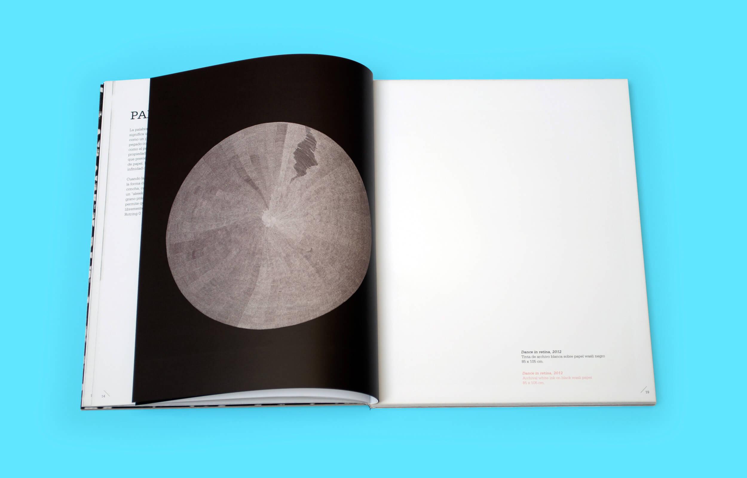 """Páginas interiores del libro """"Abstraction Contained"""" del artista Pakistaní Waqas Khan para la galería Sabrina Amrani"""