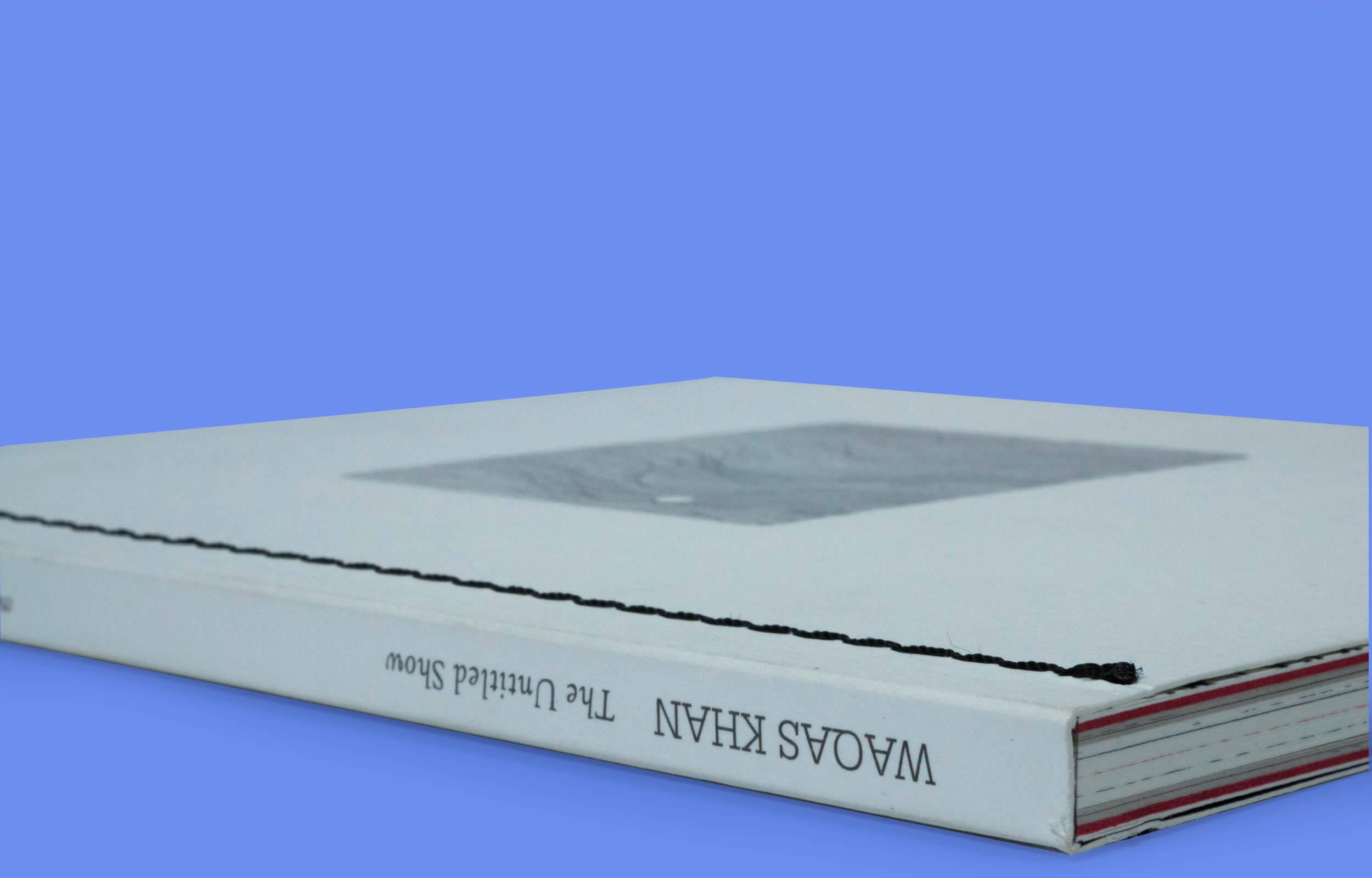 "Cubierta del libro ""The Untitled Show"" del artista Pakistaní Waqas Khan"