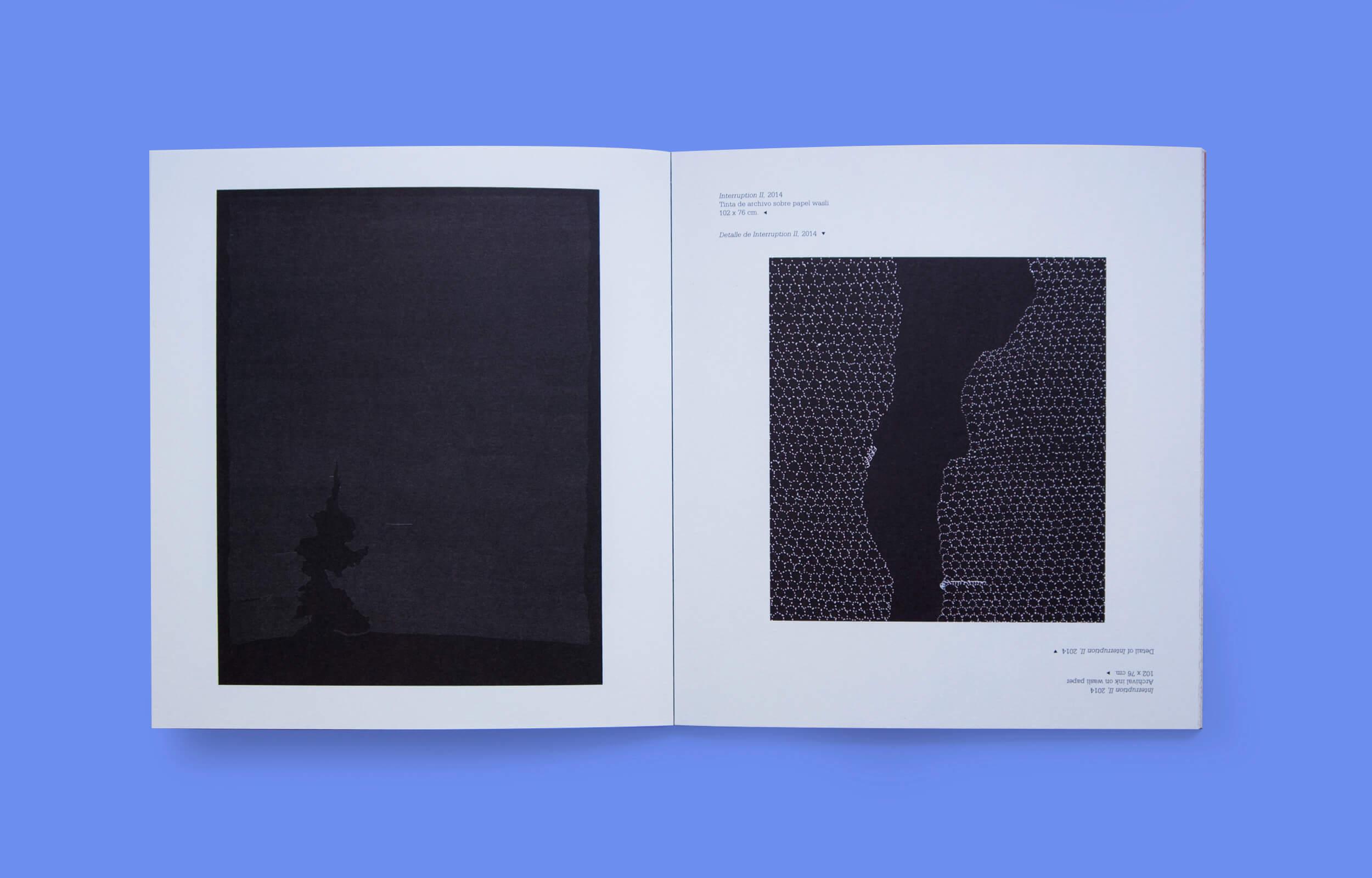 """Doble página del libro """"The Untitled Show"""" del artista Pakistaní Waqas Khan"""
